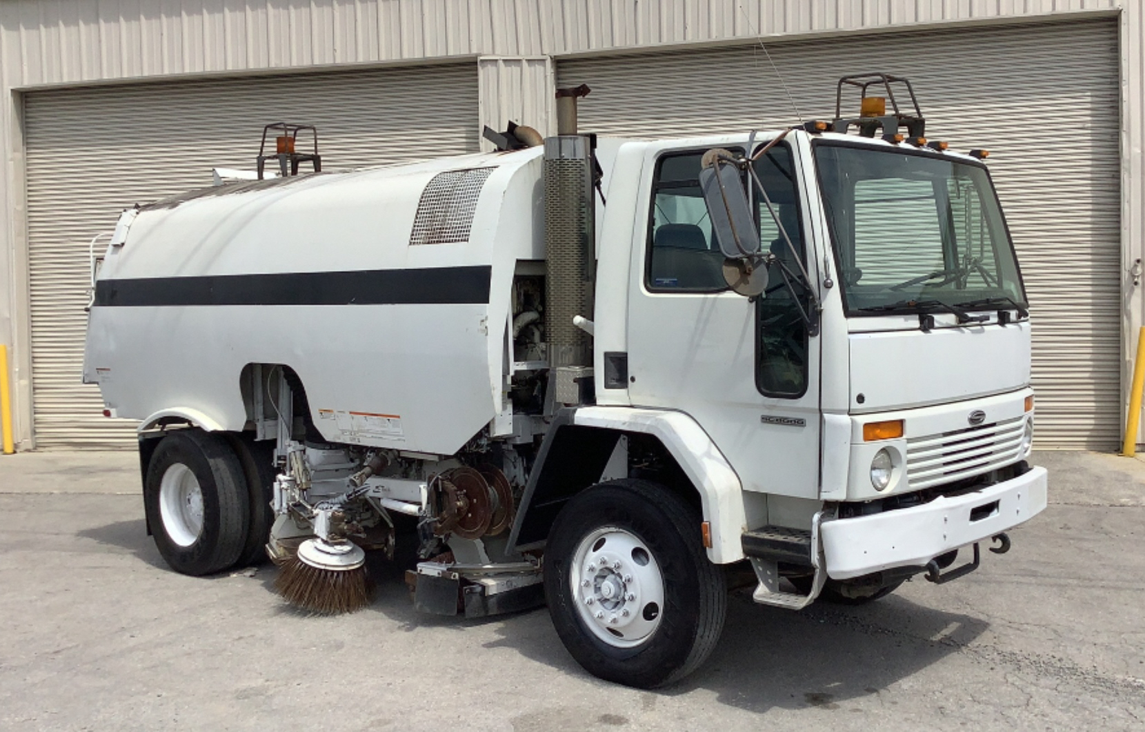 2000 Sterling SC-8000 Sweeper