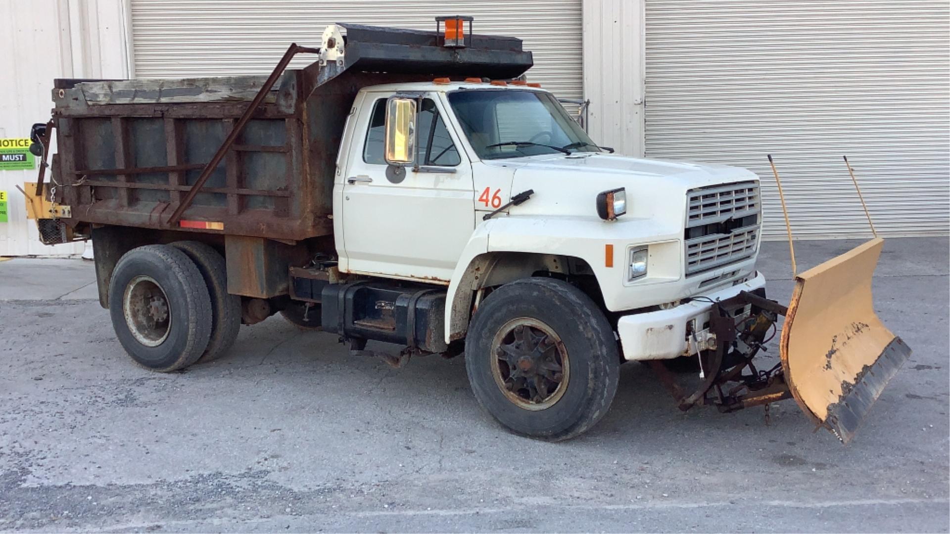 1987 Ford F800 Dump Truck w/ Snow Plow