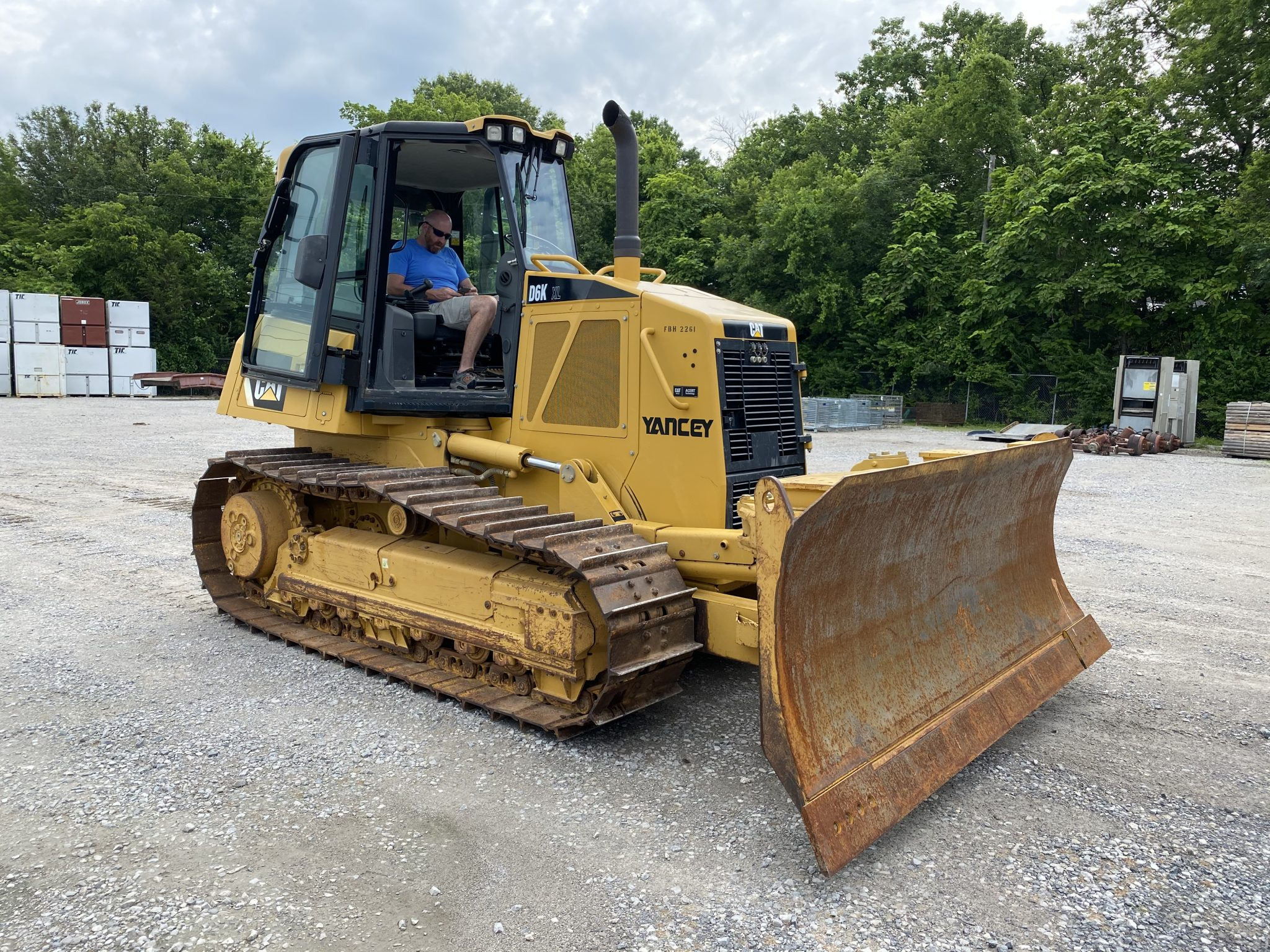 heavy equipment auction caterpillar D6 bulldozer