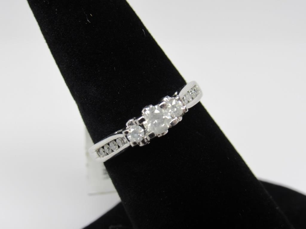 0.50 CT 10K WHITE GOLD DIAMOND RING - 65