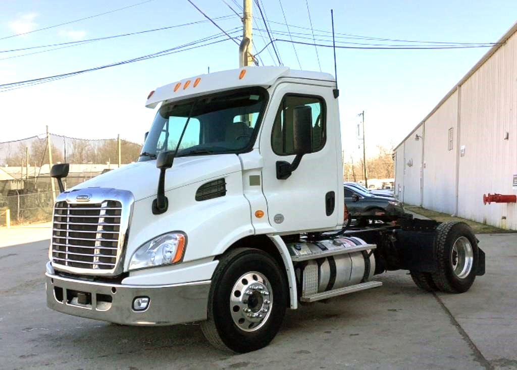 2013 Freightliner Cascadia 113 Day Cab Single Axle - 151