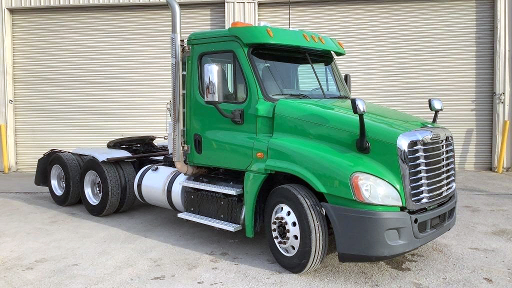 2014 Freightliner Cascadia 125 Day Cab Tandem Axle - 150