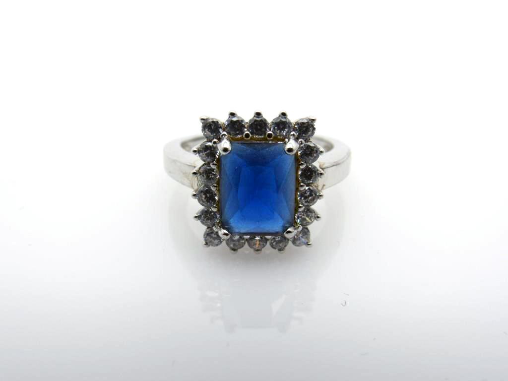 3.88 ct Sapphire Ring - 45