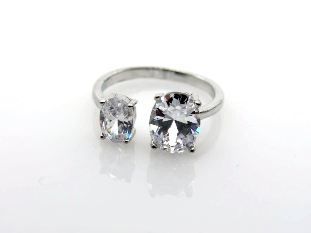4.50 ct White Topaz Ring - 13